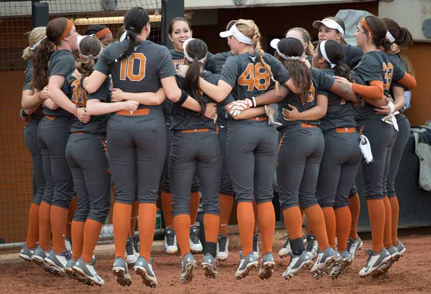 The Texas Softball team celebrates. (Photo: Jim Sigmon/Univ. Of Texas)