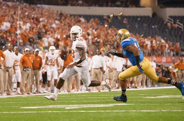 Tyrone Swoopes scrambles for a play versus UCLA (Photo: Don Bender).