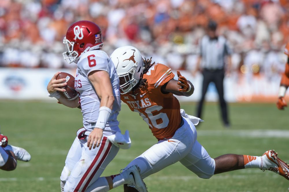 Freshman Malik Jefferson Sooner quarterback Baker Mayfield (Photo: Don Bender)