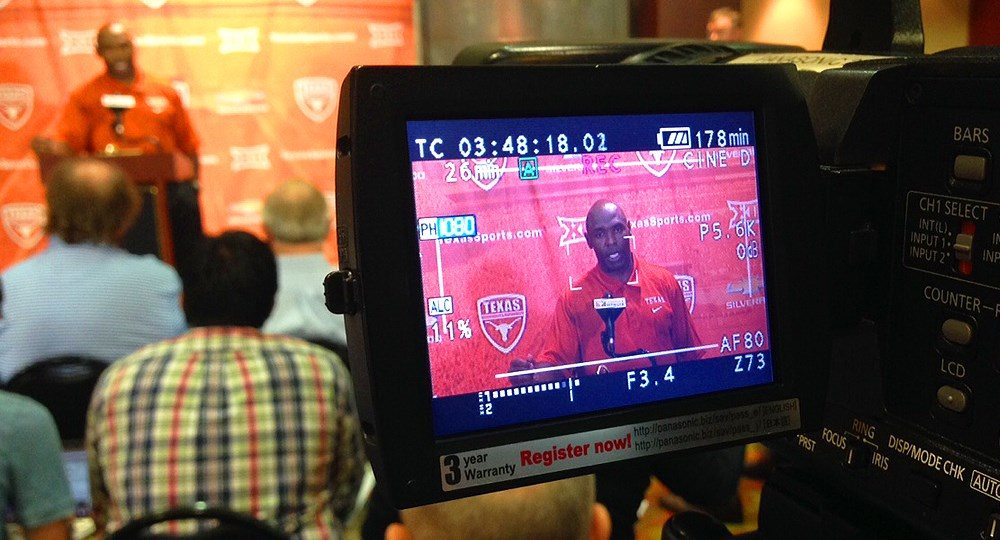 Charlie Strong Monday Press Conference (11:23:15)