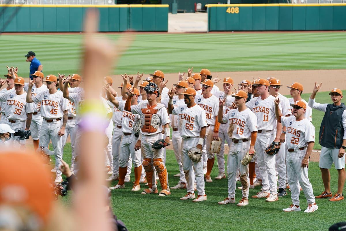 Texas Baseball beats Tennessee CWS